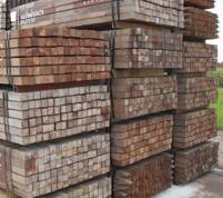 Poteaux carrés et bois de construction en bois tropical