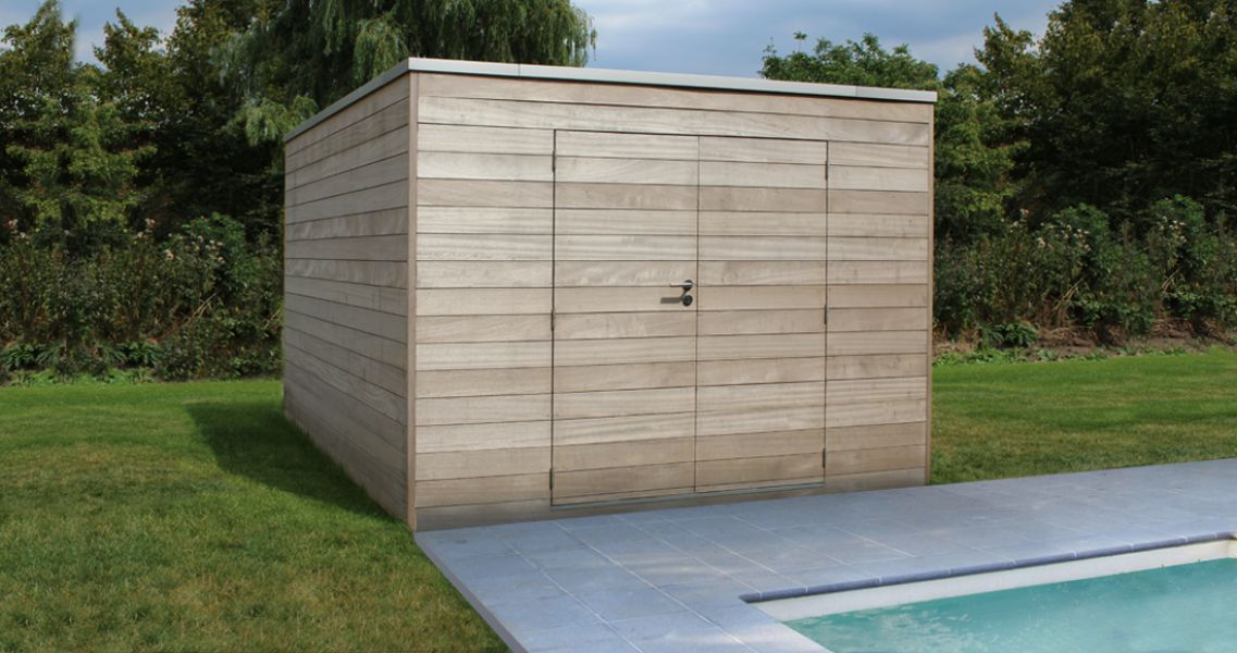 Box en iroko 300 x 250 cm avec double porte et bardage horizontal